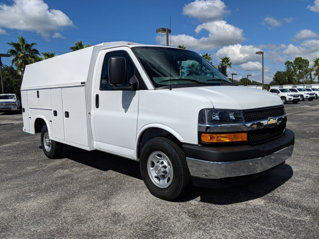 2018 Express 3500 4x2,  Service Utility Van #J1293389 - photo 4