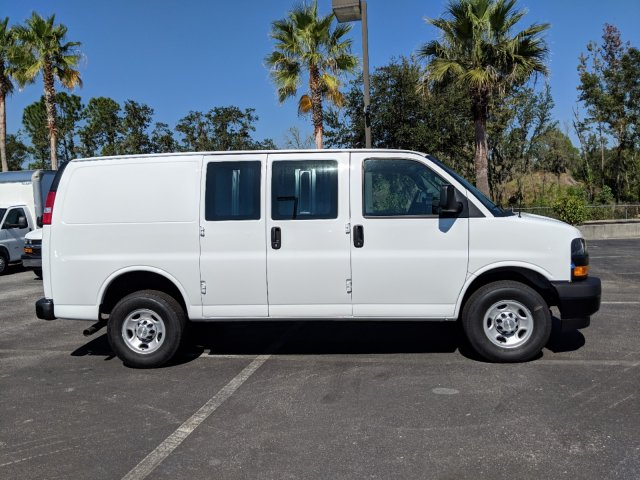 2018 Express 2500 4x2,  Empty Cargo Van #J1345587 - photo 4