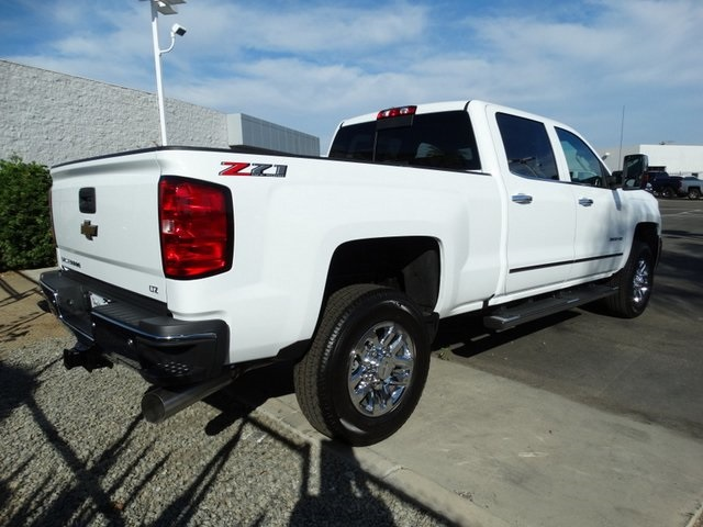 2018 Silverado 3500 Crew Cab 4x4,  Pickup #181723 - photo 3