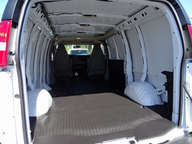 2020 Chevrolet Express 2500 4x2, Empty Cargo Van #201470 - photo 2