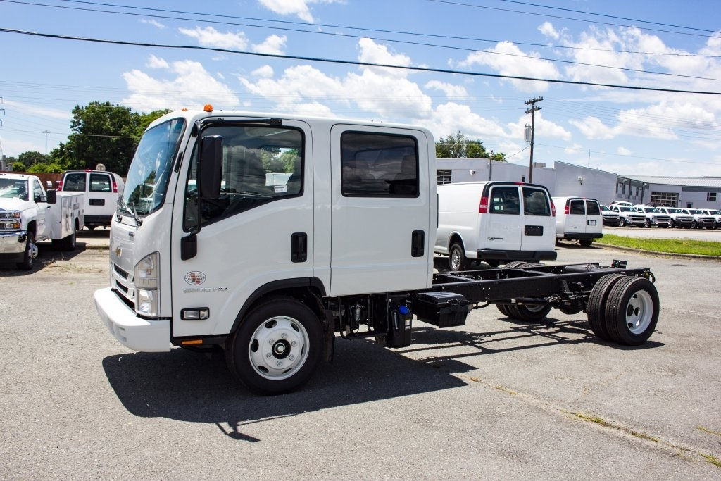 2018 LCF 5500HD Crew Cab 4x2,  Cab Chassis #FK00446 - photo 6