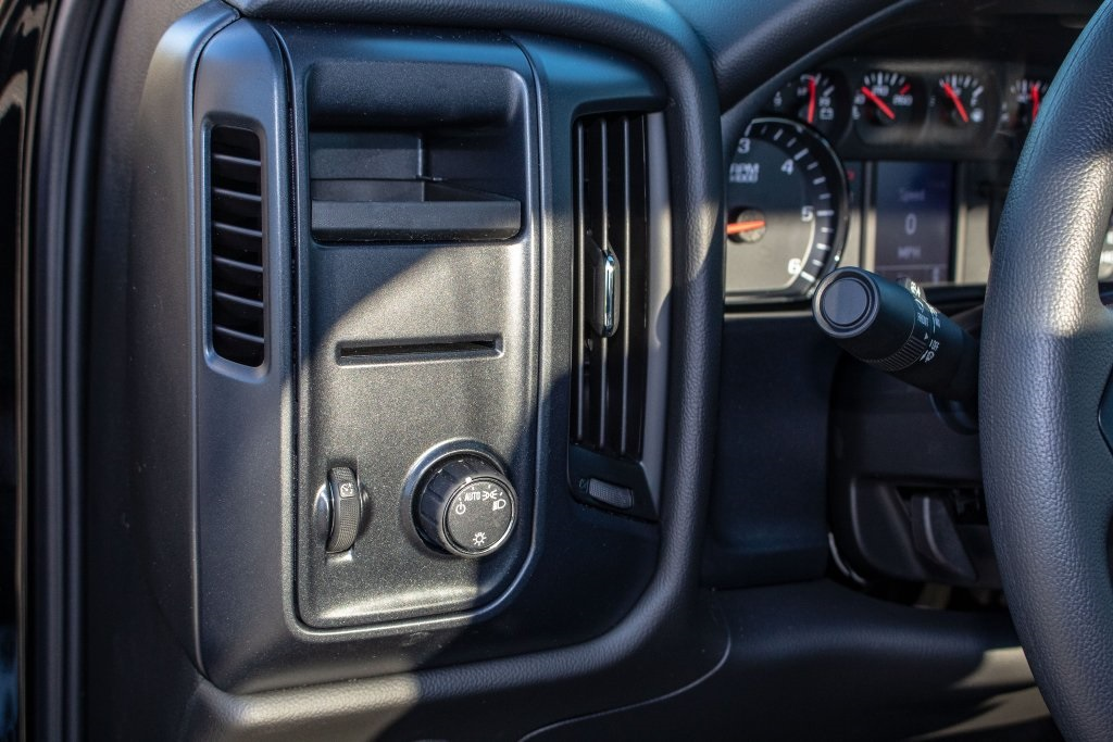2018 Silverado 1500 Regular Cab 4x2,  Pickup #FK3923P - photo 18