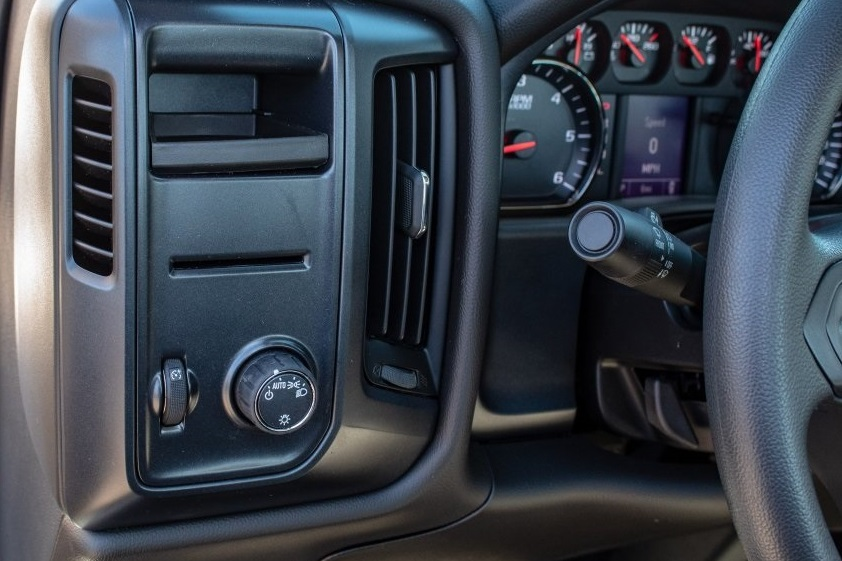 2018 Silverado 1500 Regular Cab 4x2,  Pickup #FK7557P - photo 19