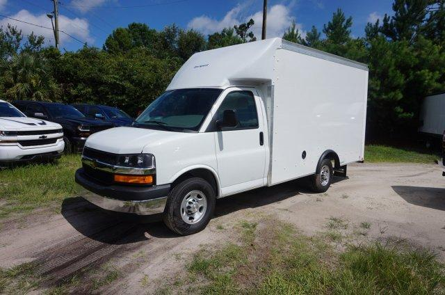2018 Express 3500 4x2,  Rockport Cutaway Van #8G61 - photo 4