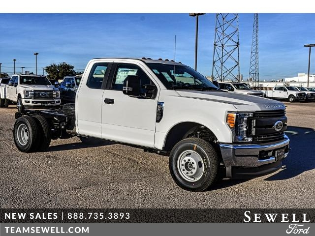 2017 F-350 Super Cab DRW 4x4 Cab Chassis #736160 - photo 1