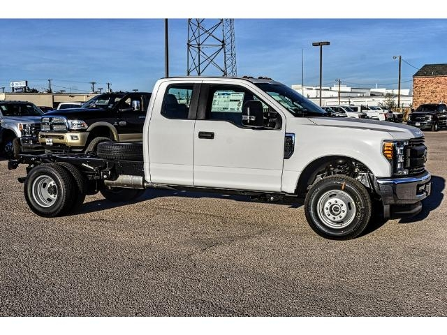 2017 F-350 Super Cab DRW 4x4 Cab Chassis #736160 - photo 3
