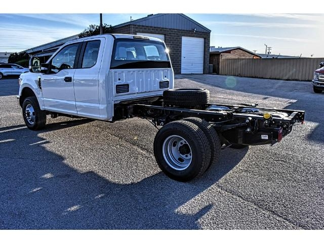 2017 F-350 Super Cab DRW 4x4 Cab Chassis #736160 - photo 4