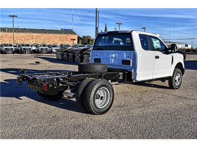 2017 F-350 Super Cab DRW 4x4 Cab Chassis #736160 - photo 2