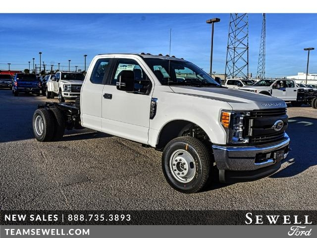 2017 F-350 Super Cab DRW 4x4 Cab Chassis #736170 - photo 1