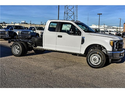 2017 F-350 Super Cab DRW 4x4 Cab Chassis #736170 - photo 3