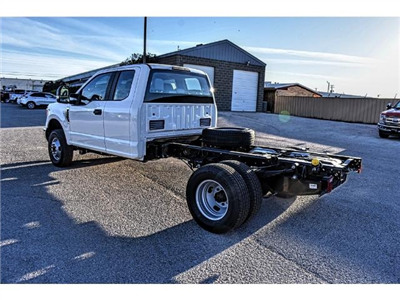 2017 F-350 Super Cab DRW 4x4 Cab Chassis #736170 - photo 4