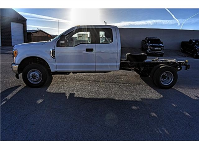 2017 F-350 Super Cab DRW 4x4 Cab Chassis #736170 - photo 5