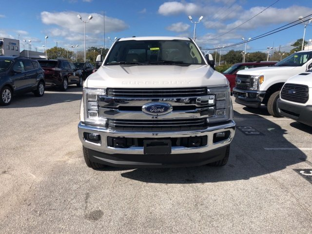 2018 F-250 Crew Cab 4x4, Pickup #18F152 - photo 2