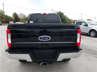 2018 F-250 Crew Cab 4x4, Pickup #18F195 - photo 4