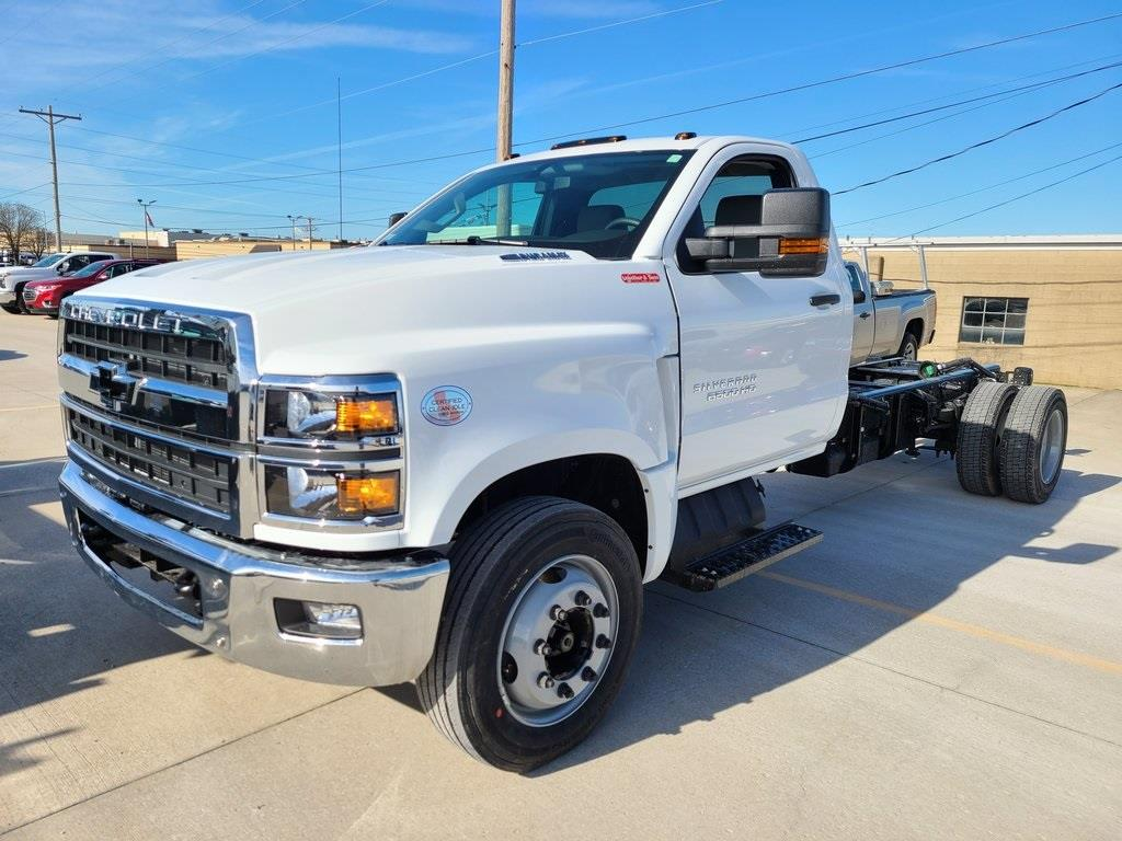 2021 Chevrolet Silverado 6500 Regular Cab DRW 4x2, Cab Chassis #ZT10332 - photo 3