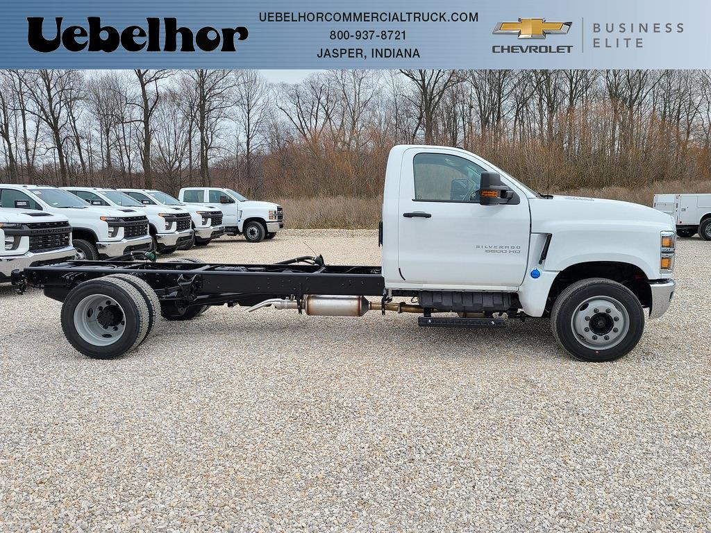 2021 Chevrolet Silverado 6500 Regular Cab DRW 4x2, Cab Chassis #ZT10356 - photo 1