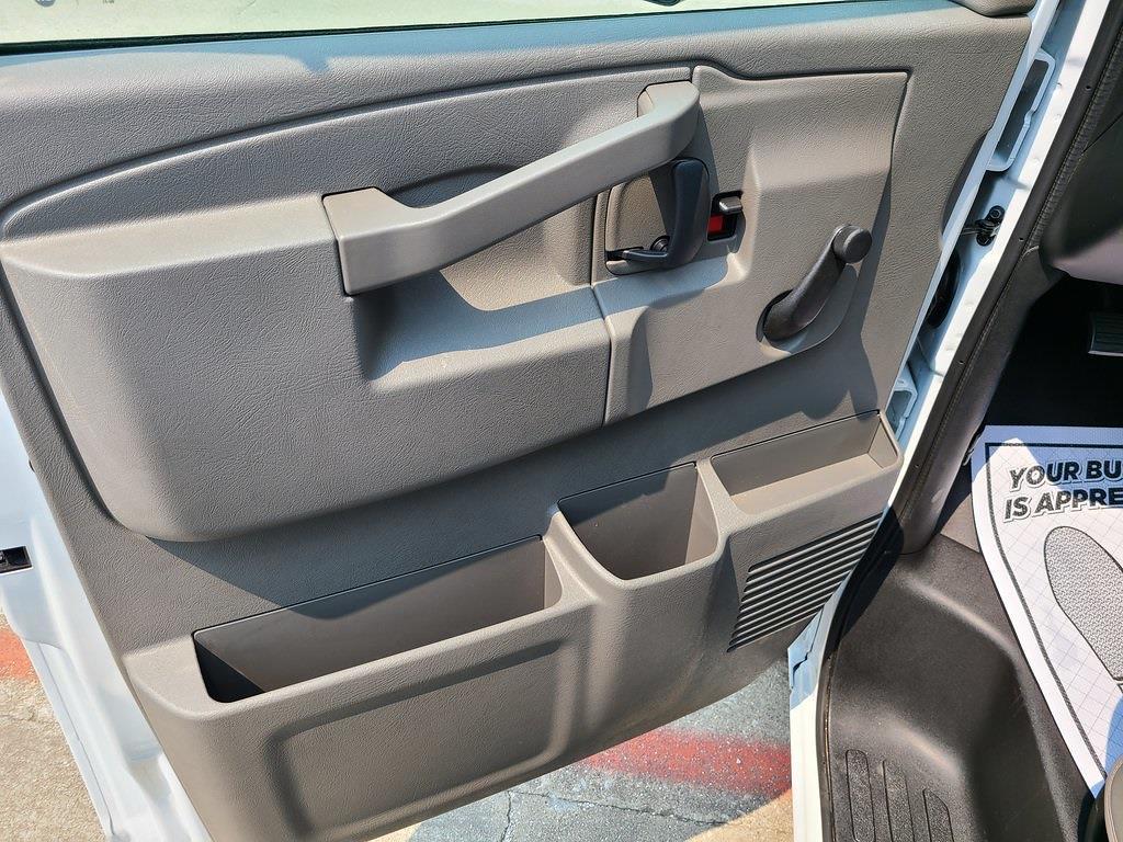 2021 Chevrolet Express 3500 4x2, Bay Bridge Cutaway Van #ZT11322 - photo 7