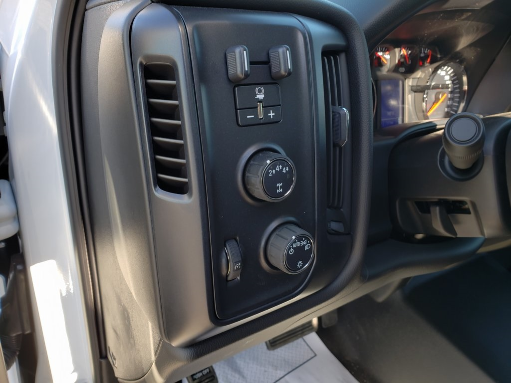2019 Chevrolet Silverado 4500 Crew Cab DRW 4x4, Reading SL Service Body #ZT6548 - photo 12