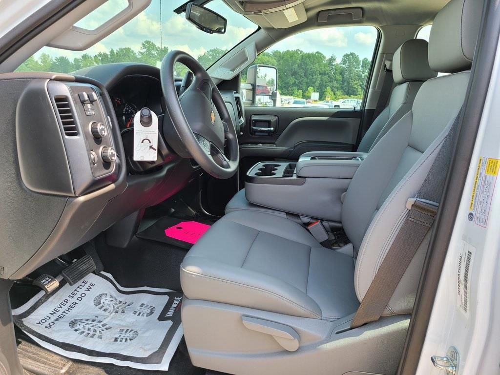 2020 Chevrolet Silverado 4500 Crew Cab DRW 4x4, Knapheide PGNB Gooseneck Platform Body #ZT8429 - photo 9