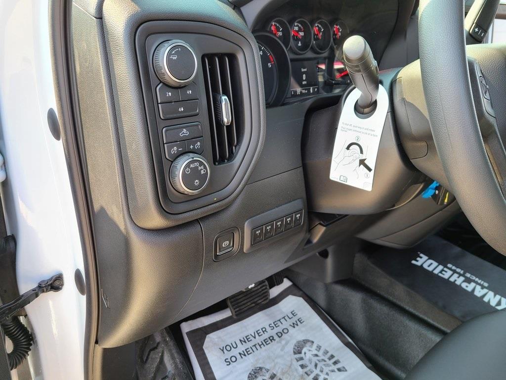 2020 Chevrolet Silverado 3500 Crew Cab DRW 4x4, Knapheide PGNB Gooseneck Platform Body #ZT8740 - photo 12