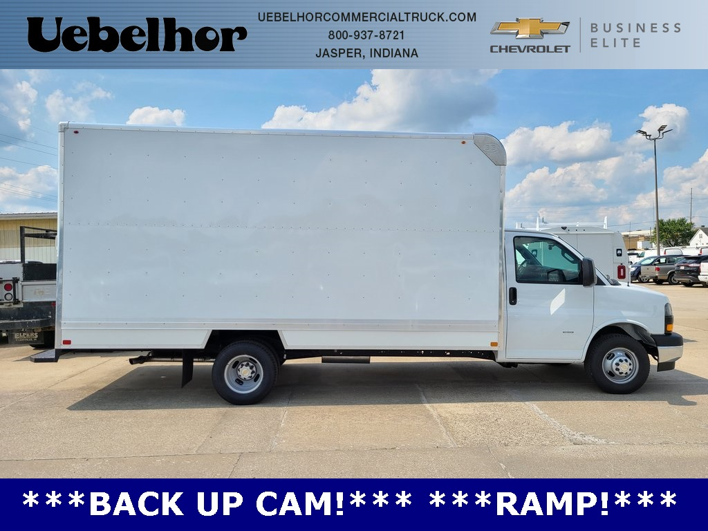 2020 Chevrolet Express 3500 4x2, Bay Bridge Cutaway Van #ZT8779 - photo 1