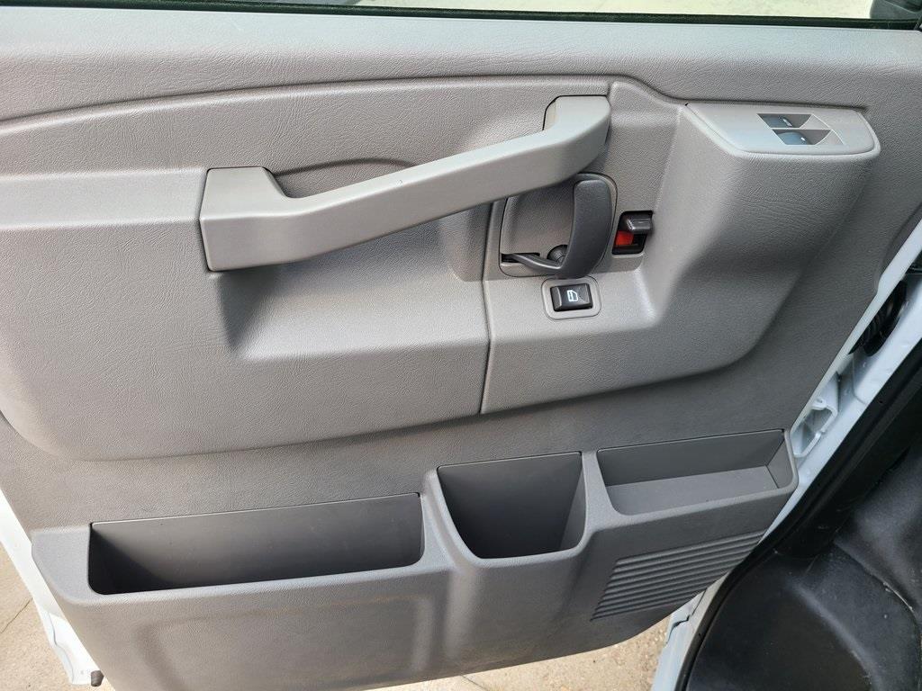 2020 Chevrolet Express 3500 4x2, Bay Bridge Cutaway Van #ZT8779 - photo 8