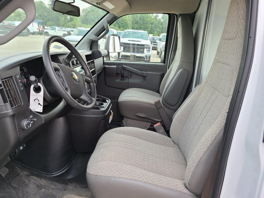 2020 Chevrolet Express 3500 4x2, Bay Bridge Cutaway Van #ZT8779 - photo 9