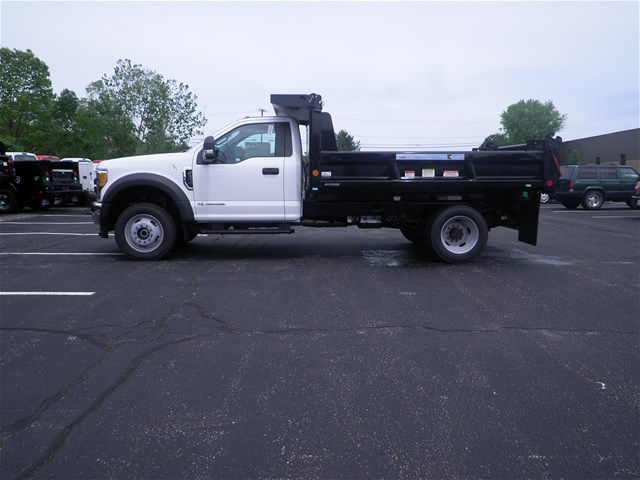 2017 F-550 Regular Cab DRW 4x4, Reading Dump Body #CR1449 - photo 3