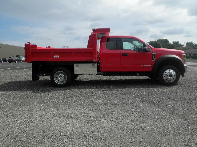 2017 F-550 Super Cab DRW 4x4, Reading Dump Body #CR1552 - photo 3