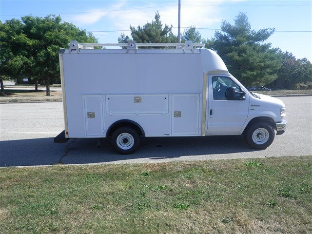 2017 E-350, Supreme Service Utility Van #CR1618 - photo 3