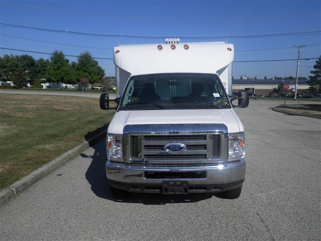 2017 E-450, Supreme Service Utility Van #CR1744 - photo 4