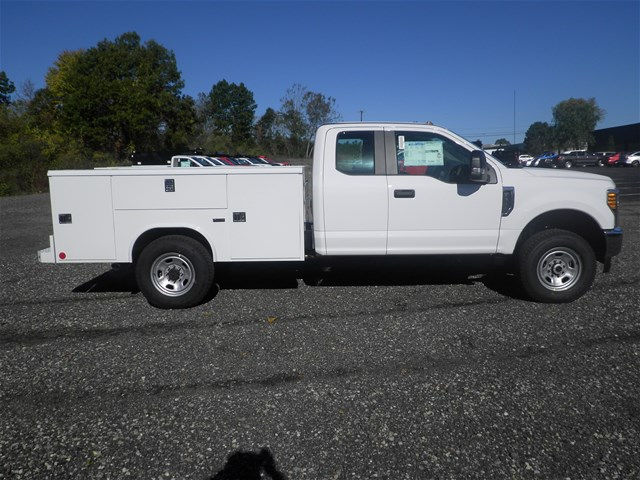 2017 F-350 Super Cab 4x4, Reading Classic II Steel Service Body #CR2208 - photo 3