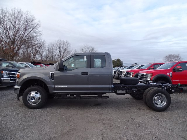 2021 Ford F-350 Super Cab DRW 4x4, Cab Chassis #CR7831 - photo 2