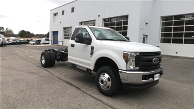 2018 F-350 Regular Cab DRW 4x4, Cab Chassis #J512 - photo 12