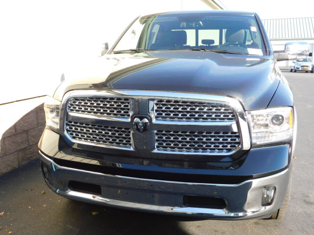 2018 Ram 1500 Crew Cab 4x4 Pickup #18130 - photo 3