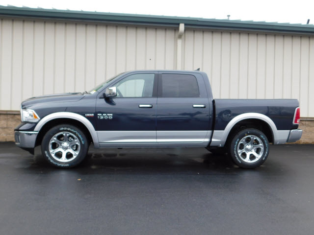 2018 Ram 1500 Crew Cab 4x4 Pickup #18290 - photo 4