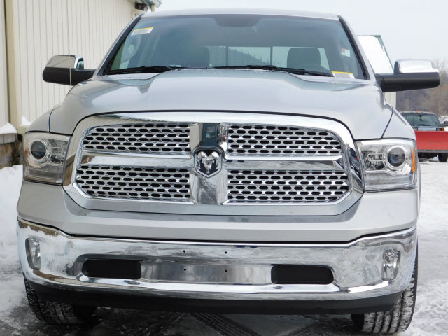 2017 Ram 1500 Crew Cab 4x4, Pickup #18369 - photo 3