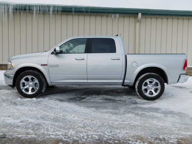 2017 Ram 1500 Crew Cab 4x4, Pickup #18369 - photo 4
