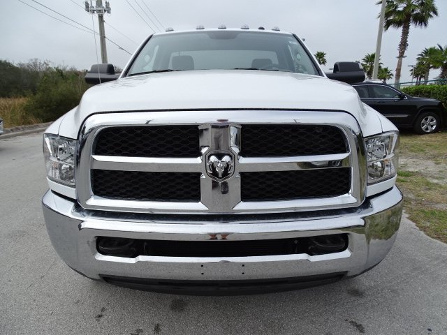 2018 Ram 3500 Regular Cab DRW, Cab Chassis #R18245 - photo 7