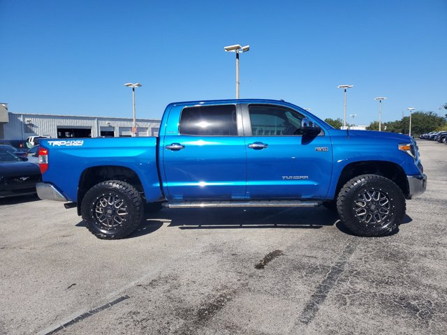 2018 Toyota Tundra Crew Cab 4x4, Pickup #L5649B - photo 3