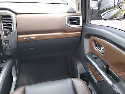 2017 Nissan Titan Crew Cab 4x4, Pickup #L6037A - photo 17