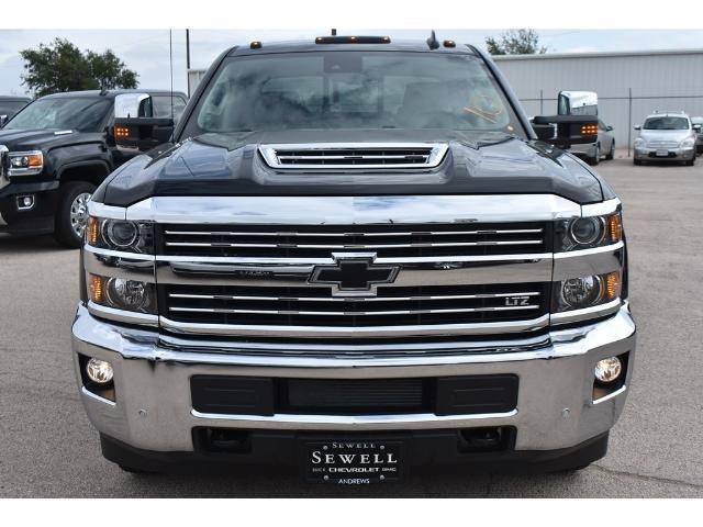 2018 Silverado 3500 Crew Cab 4x4 Pickup #C18086 - photo 19