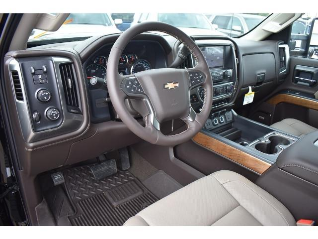 2018 Silverado 3500 Crew Cab 4x4 Pickup #C18086 - photo 23