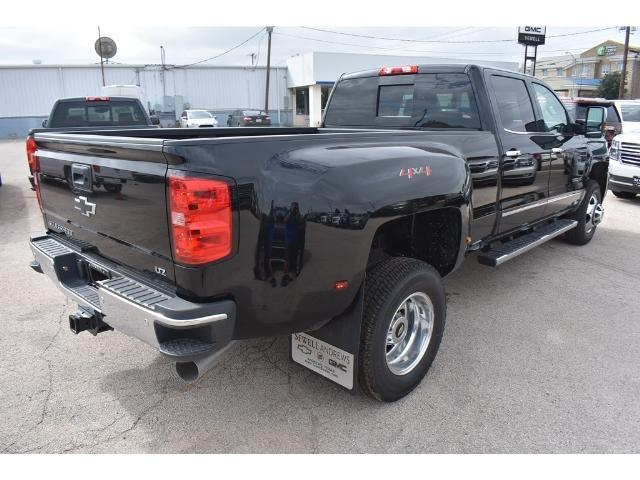 2018 Silverado 3500 Crew Cab 4x4 Pickup #C18086 - photo 4