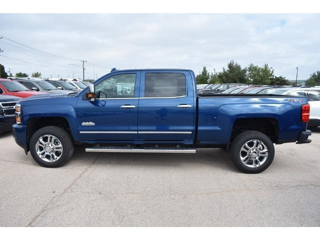 2018 Silverado 2500 Crew Cab 4x4 Pickup #C18087 - photo 3