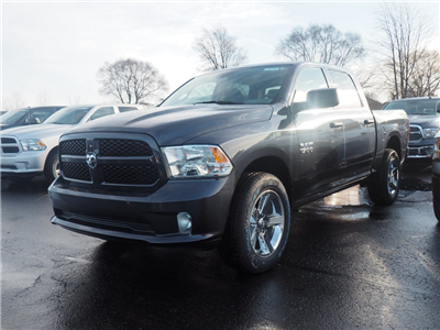 2018 Ram 1500 Crew Cab 4x4, Pickup #JS154835 - photo 1