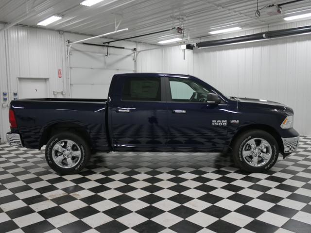 2018 Ram 1500 Crew Cab 4x4, Pickup #8210960 - photo 4