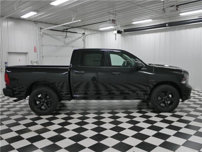 2018 Ram 1500 Crew Cab 4x4, Pickup #8211380 - photo 4