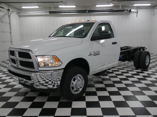 2018 Ram 3500 Regular Cab DRW 4x4 Cab Chassis #8220030 - photo 1