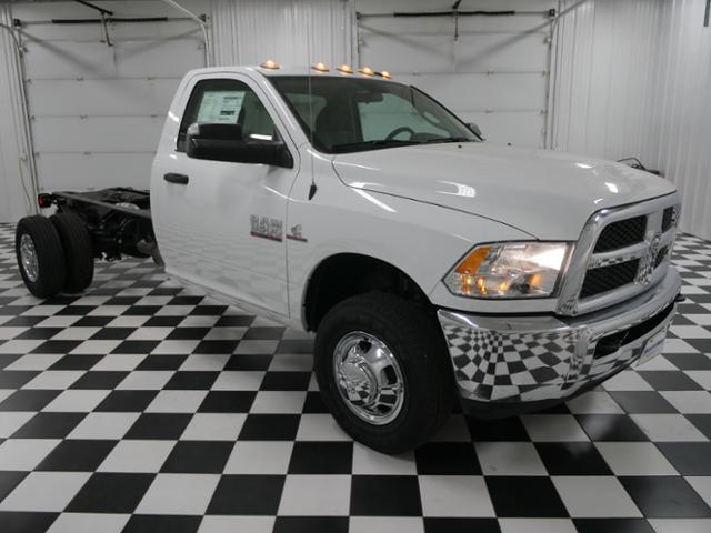 2018 Ram 3500 Regular Cab DRW 4x4 Cab Chassis #8220030 - photo 5